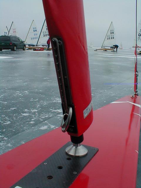 mast : halyard lock