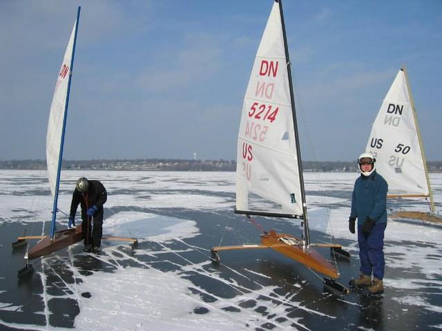 Buffalo_DN_0026_Day2_Surveying_the_ice_1